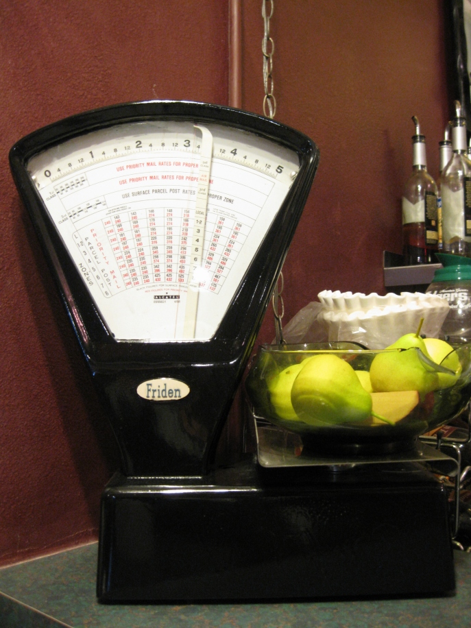 Vinage mail scale on display
